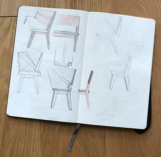 Masivní lavice k modernímu jídelnímu stolu