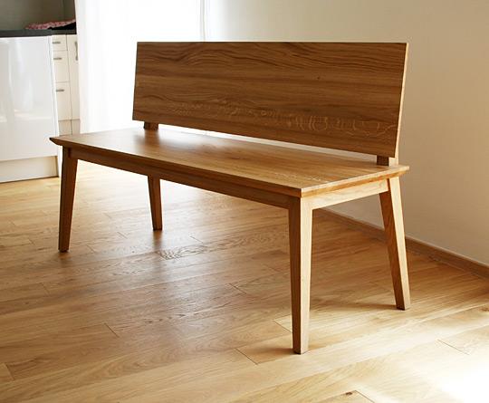 Masivní dubová lavice vhodná k modernímu stolu