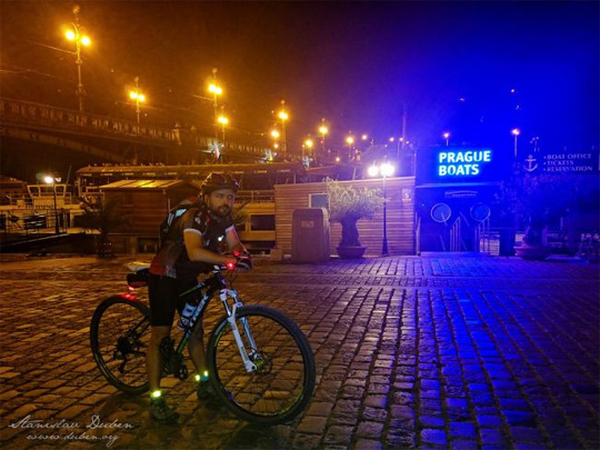 Noční stovka na kole