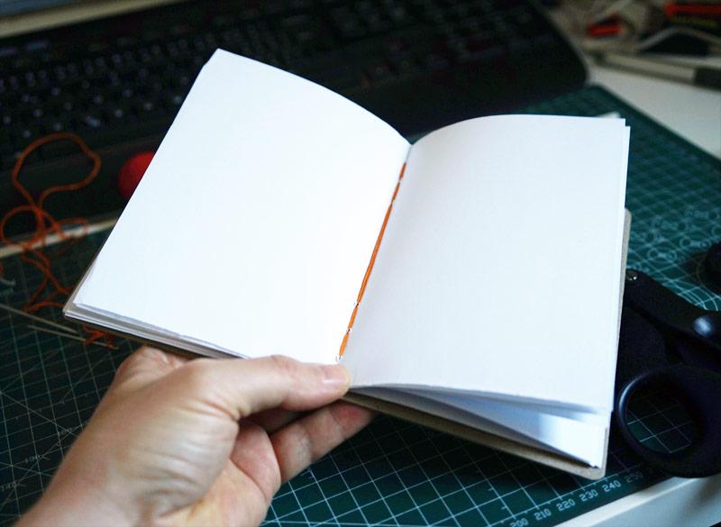 Deník šitý kopskou vazbou